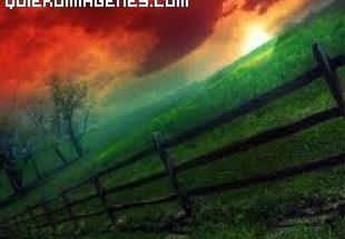 Bonito paisaje con color rojo en el cielo imágenes