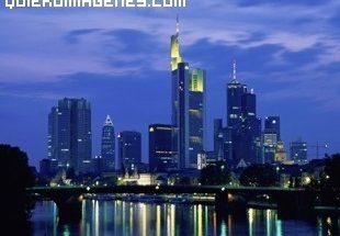 Frankfurt de noche imágenes