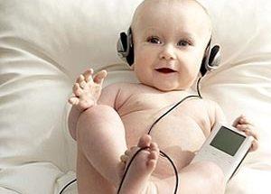 Bebé escuchando música imágenes