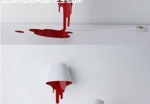 Lámpara manchada con pintura roja imágenes