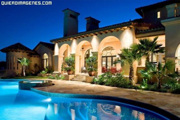 Mansión con jardín y piscina imágenes
