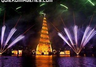 Arbol de Navidad flotante en Río de Janeiro imágenes