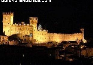 Majestuoso castillo a la venta en Turín imágenes