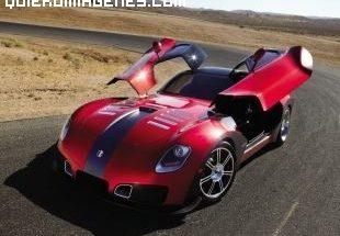 Espectacular coche deportivo en el desierto imágenes
