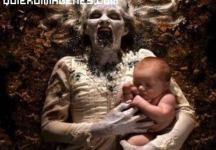 Monstruo sostiene a bebe imágenes