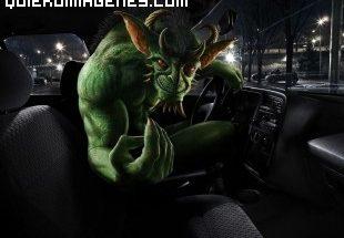 Monstruo en un coche imágenes